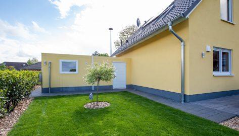 Doppelgarage als Einfamilienhaus-Anbau, Rückseite