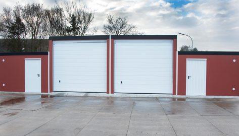 Doppelgarage für Wohnwagen und Boot mit Geräteraum