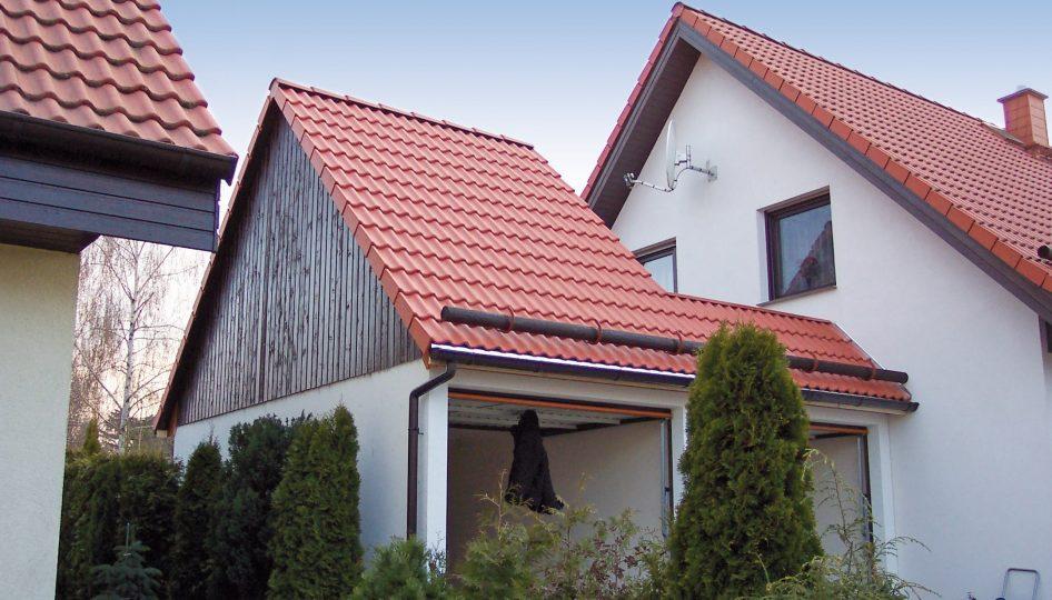 Doppelgarage mit Satteldach und Terrassenaufbau