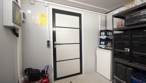 Innenansicht Geräteraum mit Lager-System