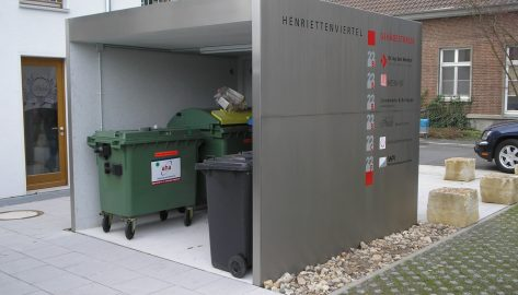 offene Lagerbox als Unterstand für Reststoffe