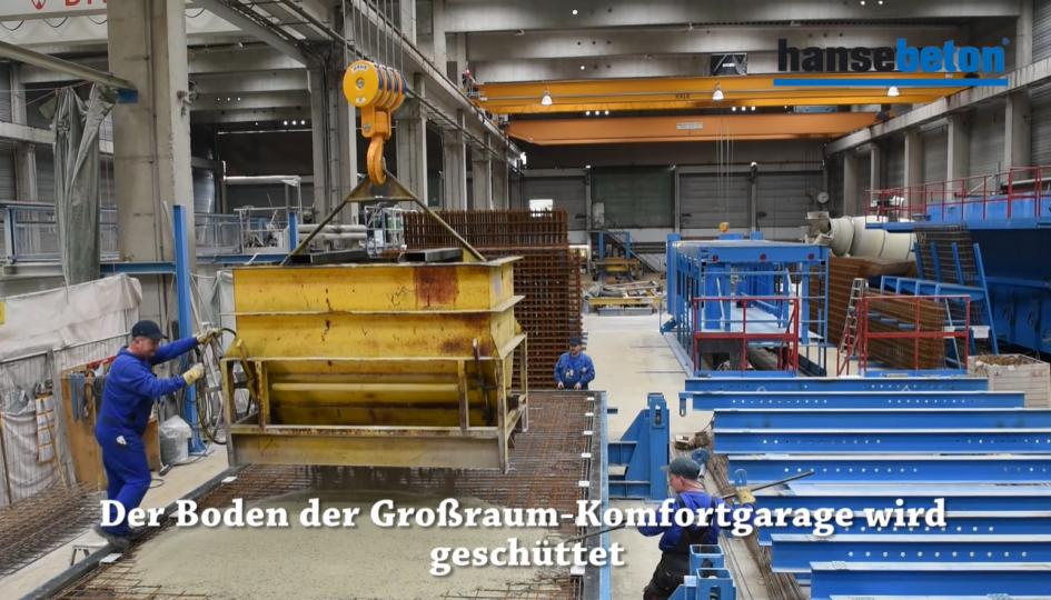 Eine Fertiggarage aus Stahlbeton wird produziert