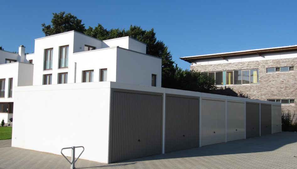 Fertiggaragen-Anlage an Mehrfamilien-Neubau