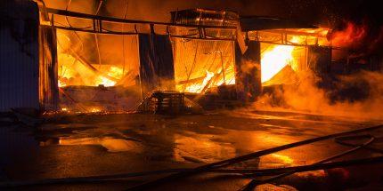 Stahlbeton-Fertiggaragen brennen nicht, Blechgaragen schon